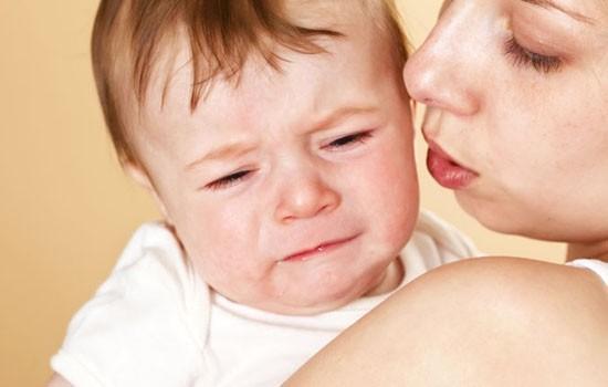 宝宝一哭就是让人抱吗?