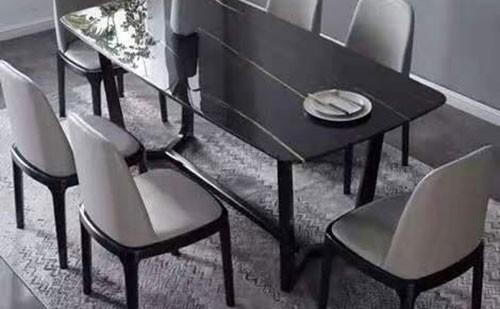 简约风餐桌