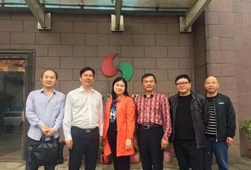 岳阳市科技局副局长李立平一行到岳阳县湖南华中天地环保科技有限公司调研