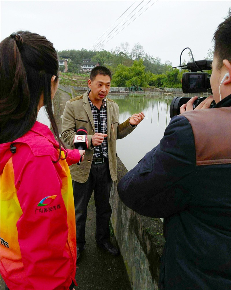 重庆电视台天天农事通栏目组来我场采访