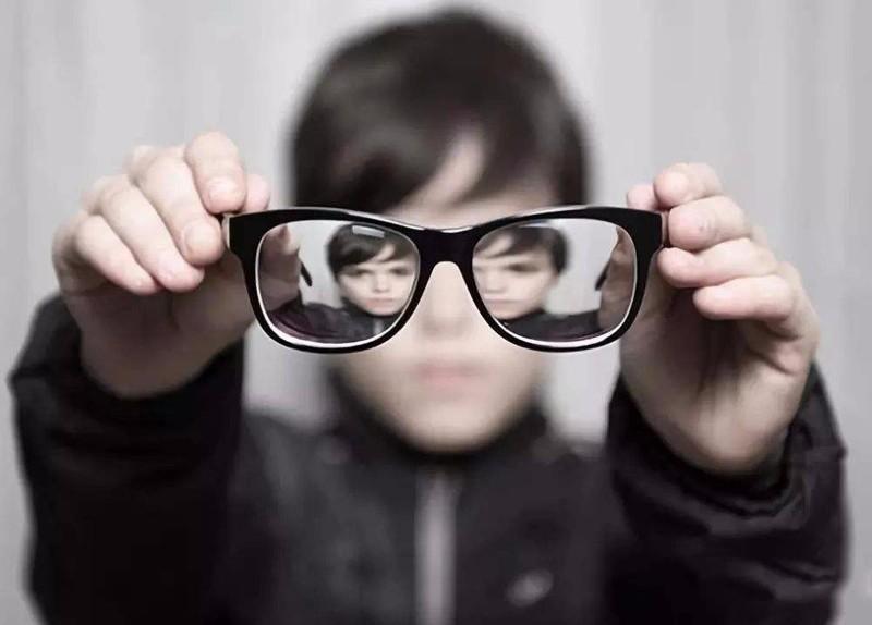 孩子还小为什么会近视?有啥办法能帮助恢复视力?