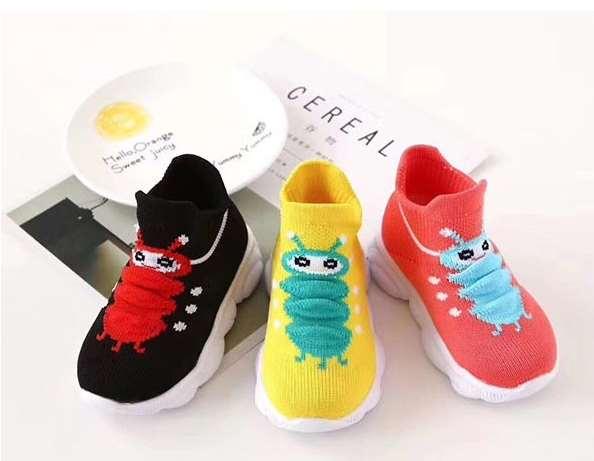 选购儿童袜鞋时候要注意什么
