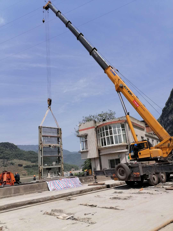 桥华工程在高速路涵洞特种作业