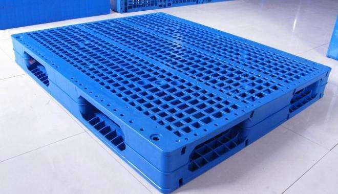 塑料内嵌槽厂家告诉你采用塑料的特点
