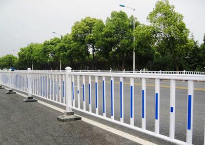 怎么装置不同类型的道路隔离护栏?