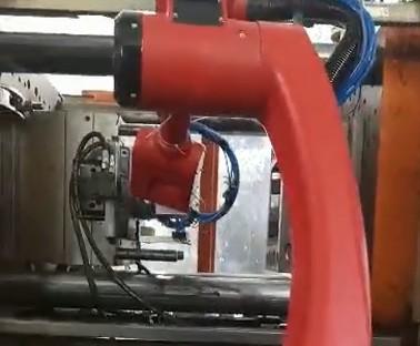 1510机器人退镶件视频