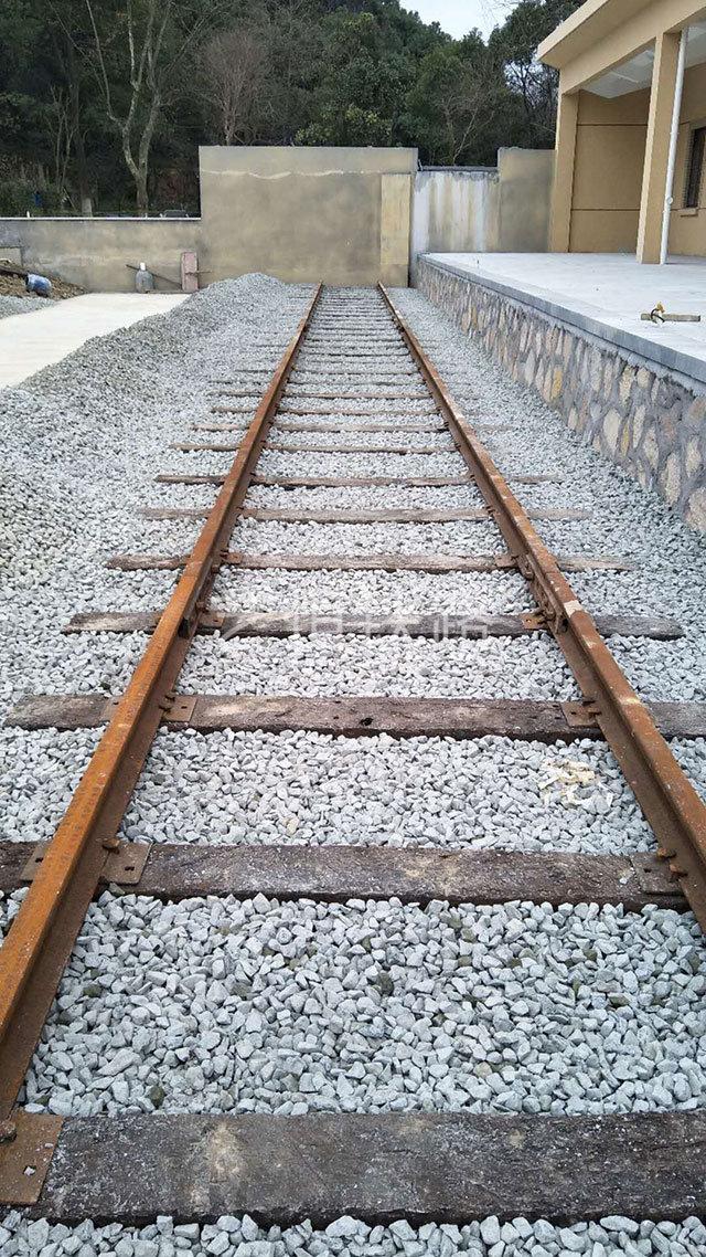 火车厢图书馆铁路轨道铺设