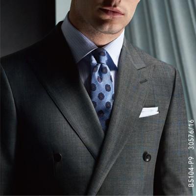 深灰色西服套装