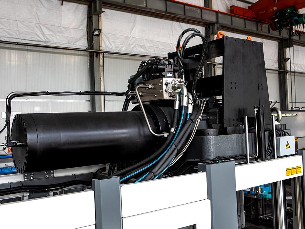 LR系列-橡胶注射机