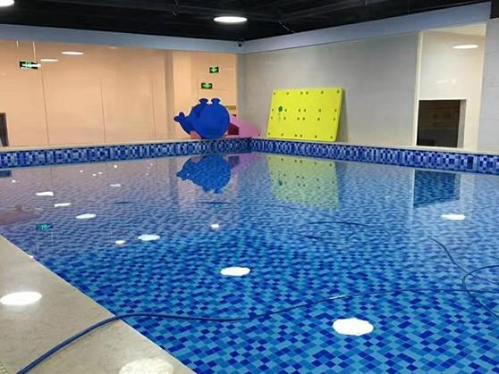 亲子游泳池