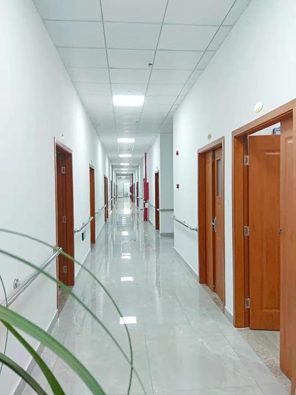 老人院走廊