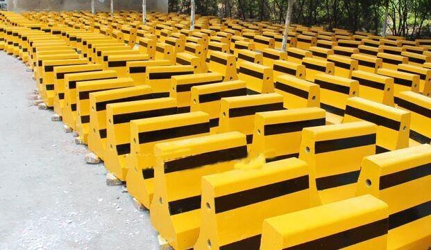 厂家如何生产合格的水泥隔离墩