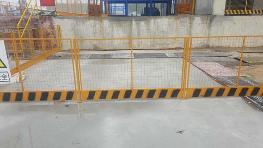 工地中怎样正确装置工地护栏?