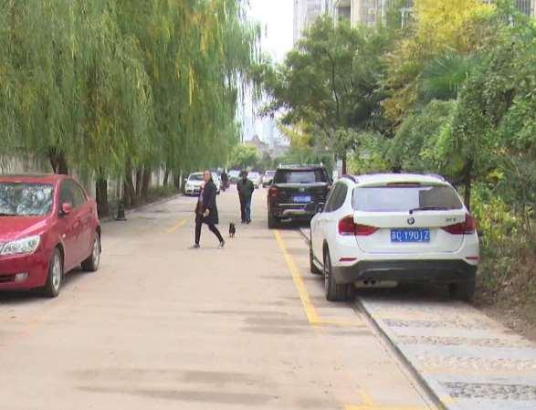 小区停车位施划 逐步提升居民生活环境