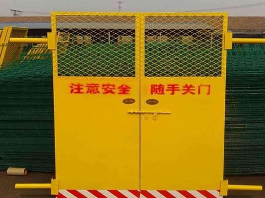 电梯安全门