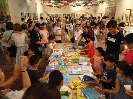 儿童绘画行业加盟前景如何?挣不挣钱??