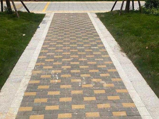 福州路面透水砖的哪些特殊性能可以有效的解决透水问题呢?