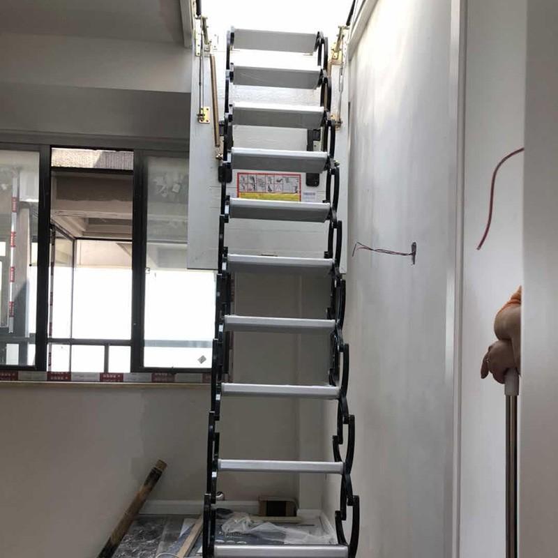 侧装阁楼楼梯