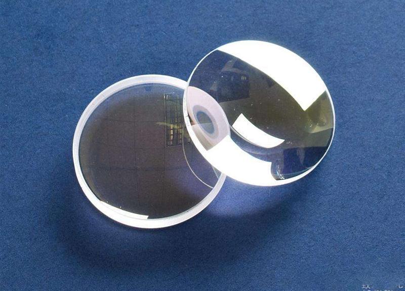 配眼镜时应该选择球面镜片还是非球面镜片?视力矫正专家来告诉你