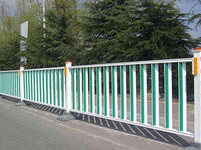 市政护栏立柱配件的作用