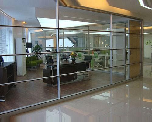 办公屏风的设计要满足办公使用