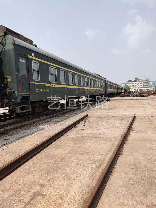 退役25型绿皮火车厢