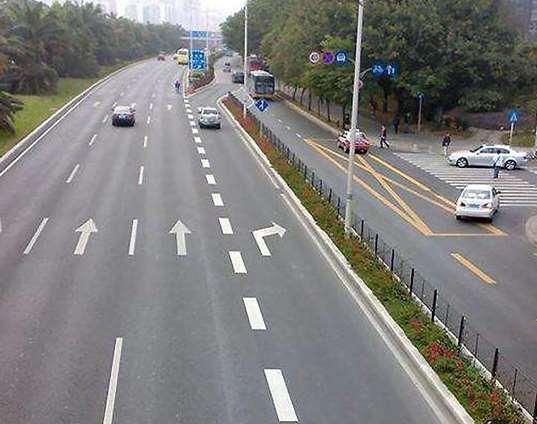 道路划线更加规范通道