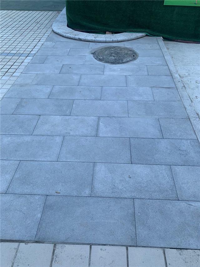 步行街铺设PC砖