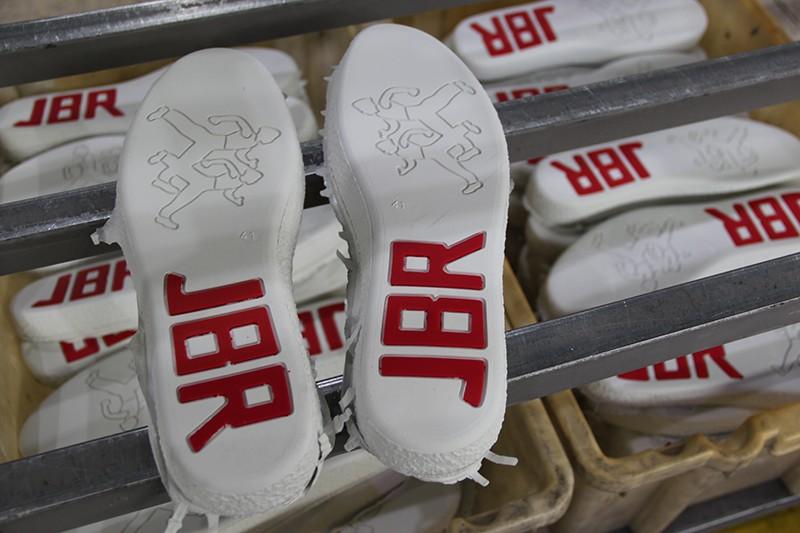 购买橡胶鞋底机的时候需要注意什么