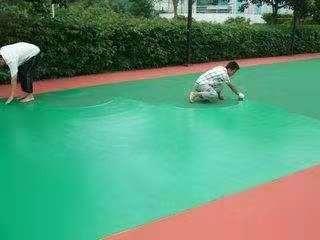 某学校操场地坪漆施工