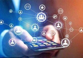 通过视频直播平台,进行现场直播卖货的模式帮助企业和个人实现线上营销。