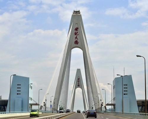 海南吊篮租赁工程三:海口龙华区世纪大桥
