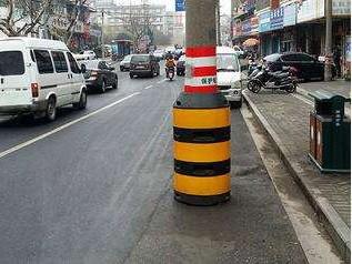 那么電桿防撞墩上的警告油漆是如何繪制的呢?