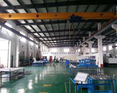 建筑工程中使用的不同类型的起重机