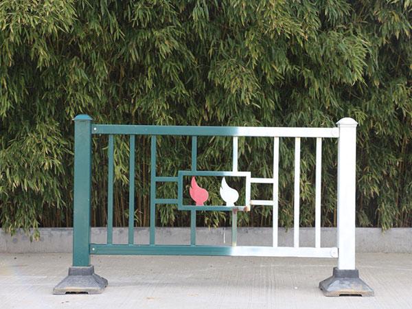 道路护栏材质特点