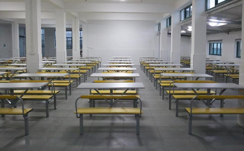 学校食堂安装地面防滑材料刻不容缓