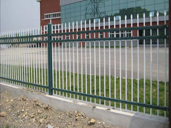 锌钢护栏选用的材料为锌钢型材
