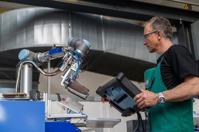 优傲UR10型机器人有利于加快生产提高有效性