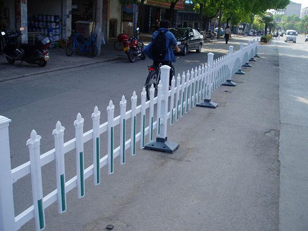 道路护栏具有哪方面优势?