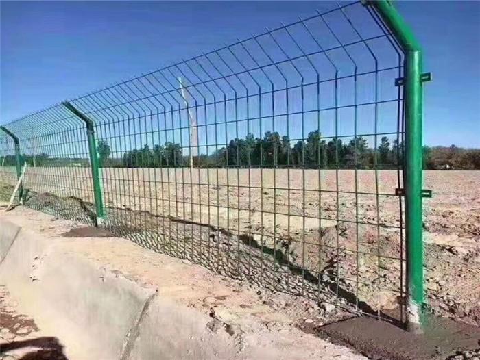 双边护栏效果图