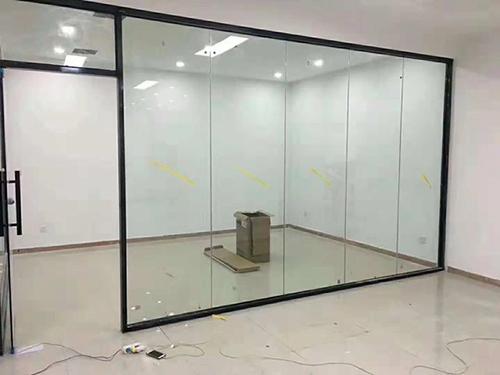 办公玻璃隔断装修时需要考虑哪些问题呢?