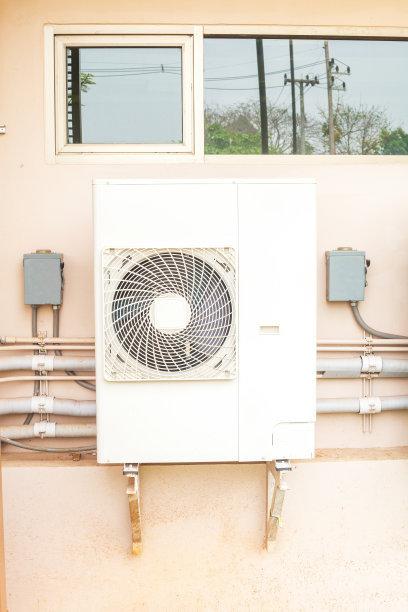冷水机的日常维护与电源电压检测