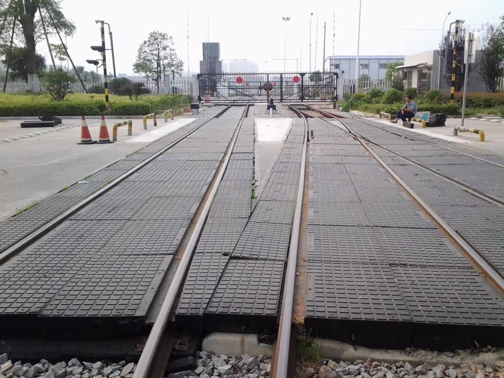 铁路橡胶道口板的主要特点