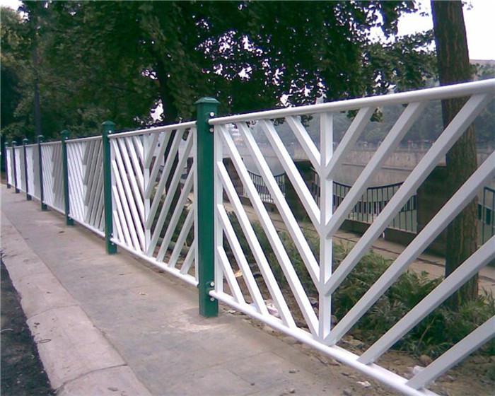 为什么锌钢道路护栏不容易生锈