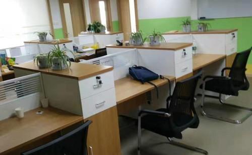 隔断办公桌椅