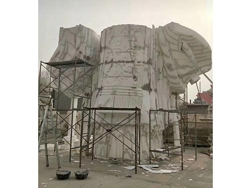 纪念性雕塑厂家谈玻璃钢雕塑和不锈钢雕塑的材料比照
