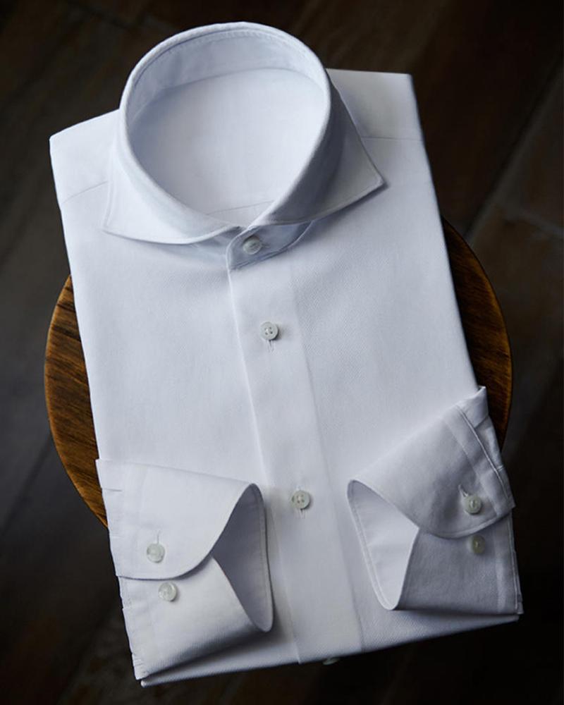 纯白色衬衫