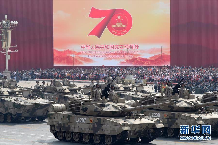轻型装甲方队:15式轻型坦克亮相国庆阅兵
