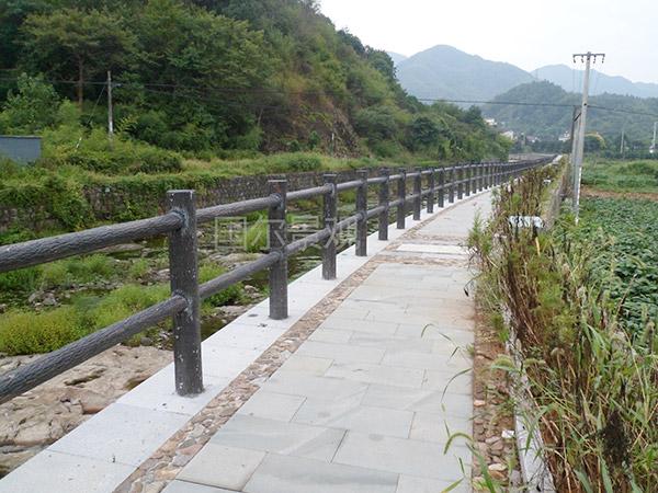 浙江瓜沥镇风景区仿木护栏.jpg