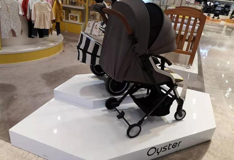 婴儿推车地台展示